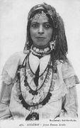 Femme de Sidi Bel Abbes en bousa d'époque.