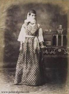 Juive d'Alger portant l'erbat, 1885.
