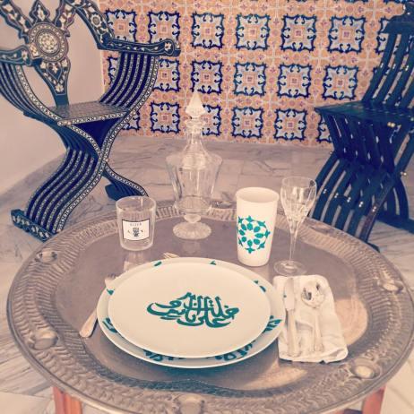 Peinture sur vaisselle réalisée par l'artiste algérienne MYA.